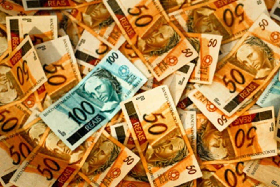 Dinheiro: notas de 50 e 100 reais