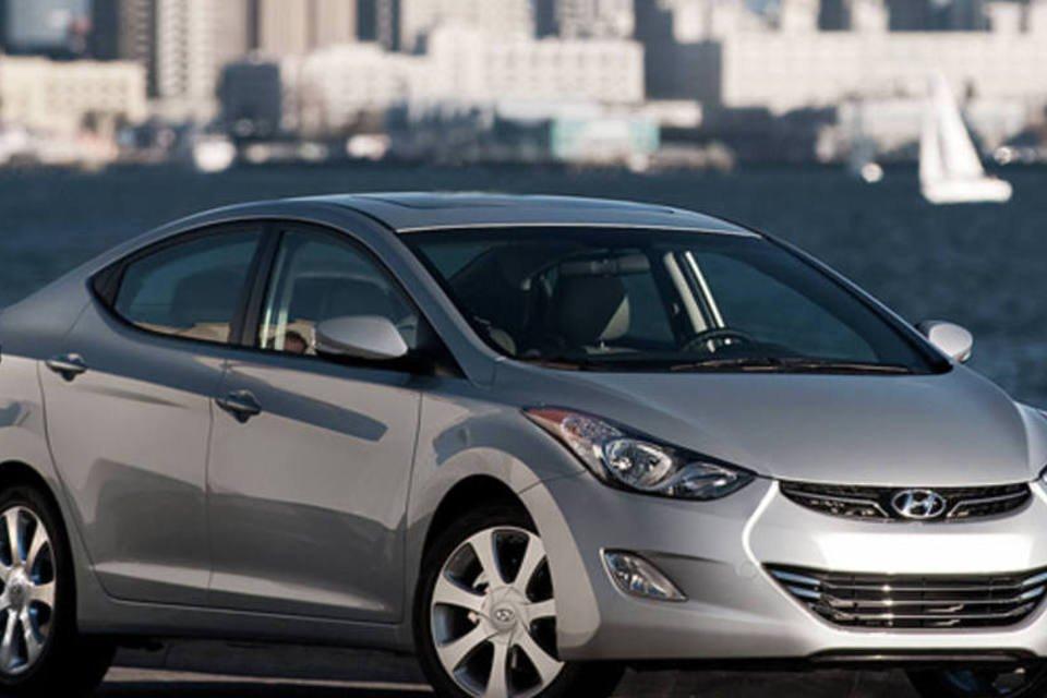 Hyundai Elantra com novos itens de série