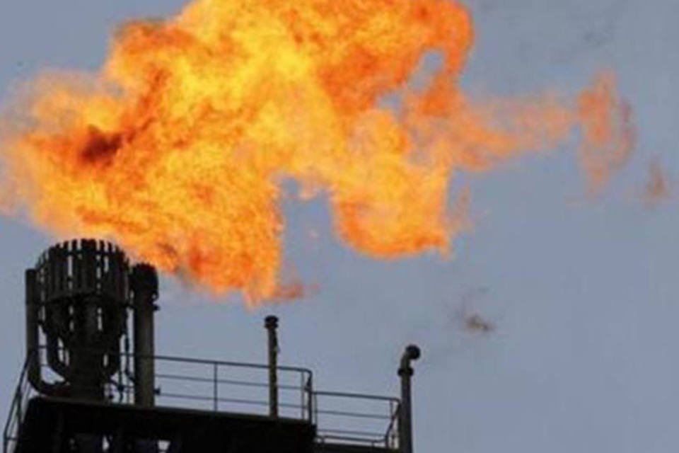 Chaminé em plataforma de Petróleo da Petrobras