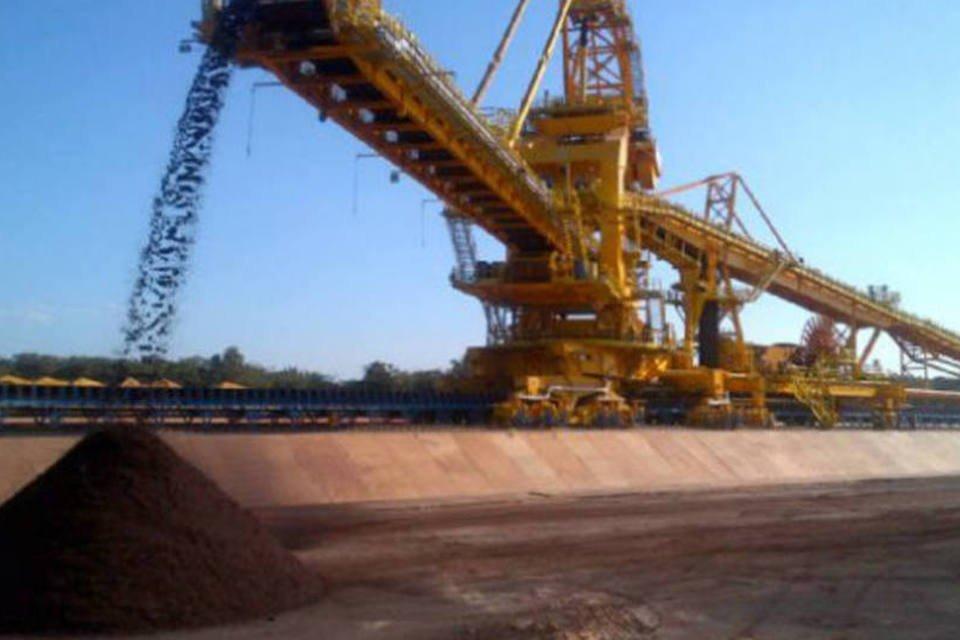 Empilhadeira de minério de ferro da Vale no Terminal Marítimo Ponta da Madeira, no Maranhão