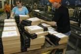 Funcionários da Amazon.com em um centro de distribuição da companhia em Campbellsville, Kentucky, nos EUA