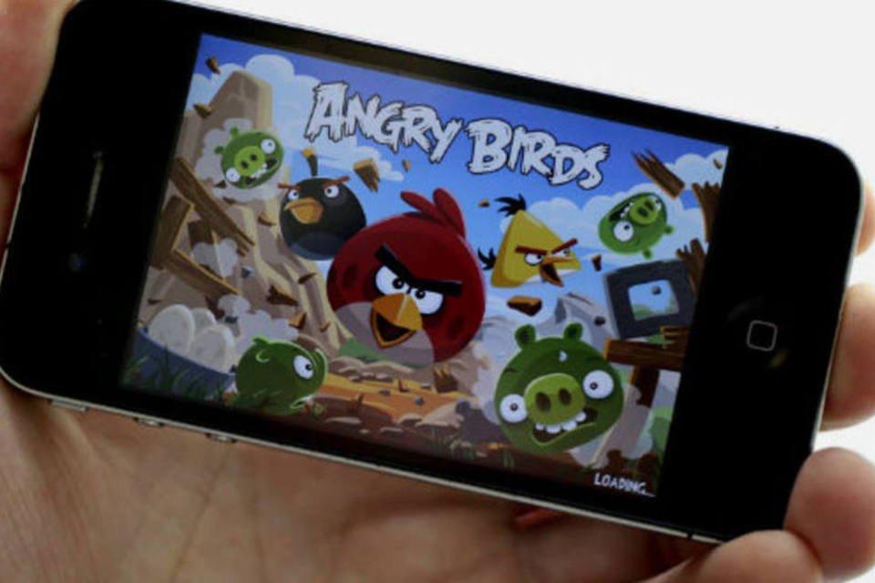 O jogo Angry Birds, em iPhone 4