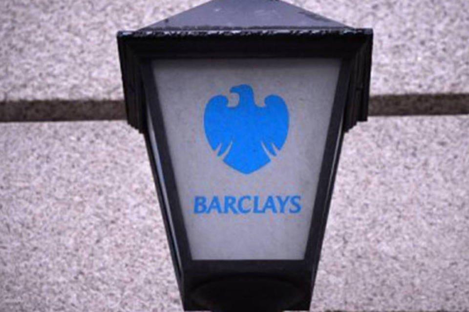 Lâmpada com o logotipo do banco britânico Barclays