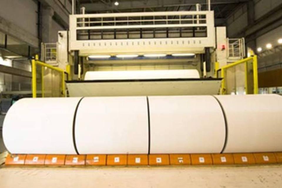 Bobina de papel cartão na fábrica da Klabin
