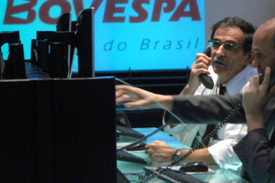 Operadores da Bovespa fazem representação de um pregão eletrônico da Bolsa de Valores de São Paulo