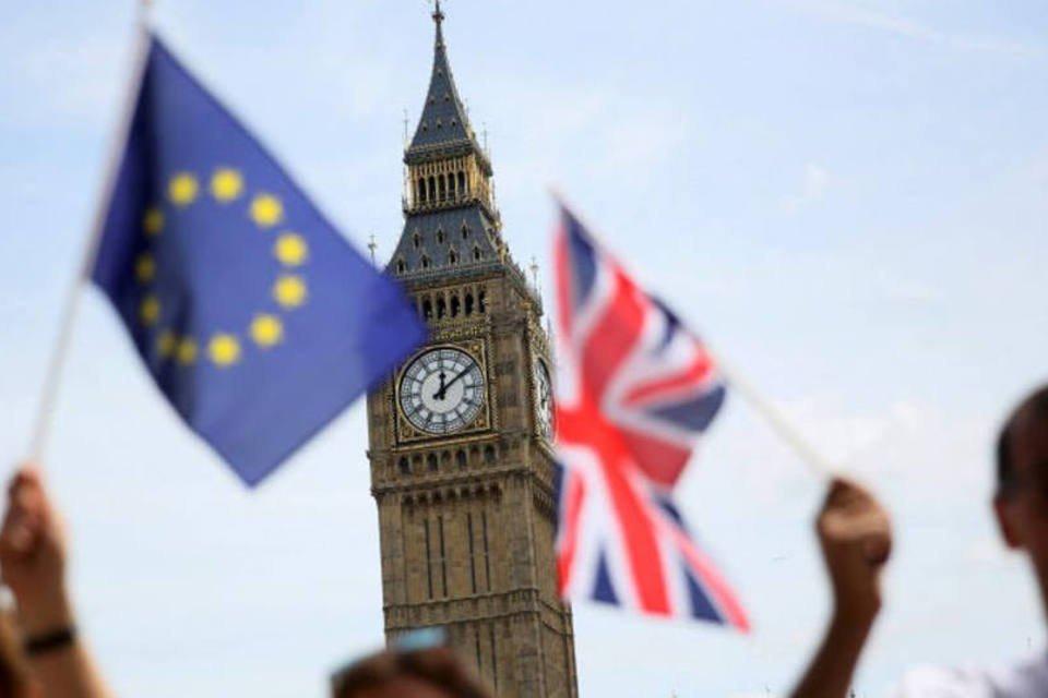 Bandeiras da Grã-Bretanha e União Europeia vistas em Londres. 19/06/2016