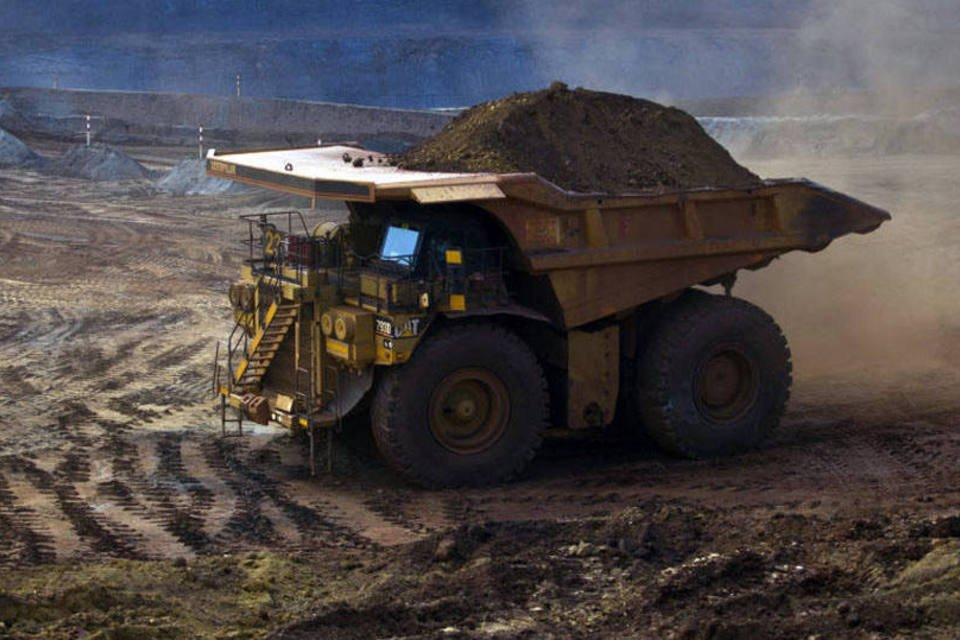 Caminhão da Vale transportando minérios de ferro na mina de Brucutu, em Barão de Cocais