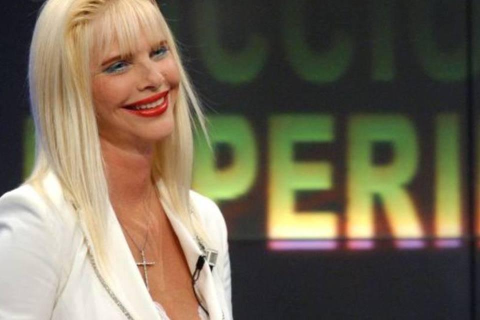 Ex-atriz pornô Cicciolina volta como candidata à