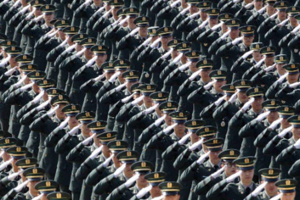 Na Coreia do Sul, soldados marcham durante parada militar, em Gyeryongdae