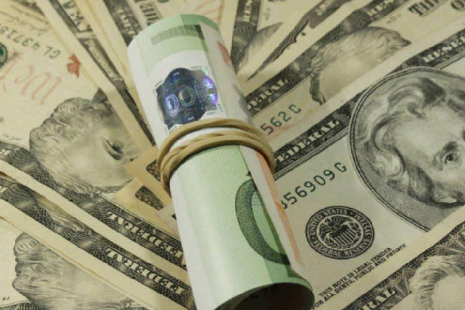 Notas de euro e dólar: dinheiro