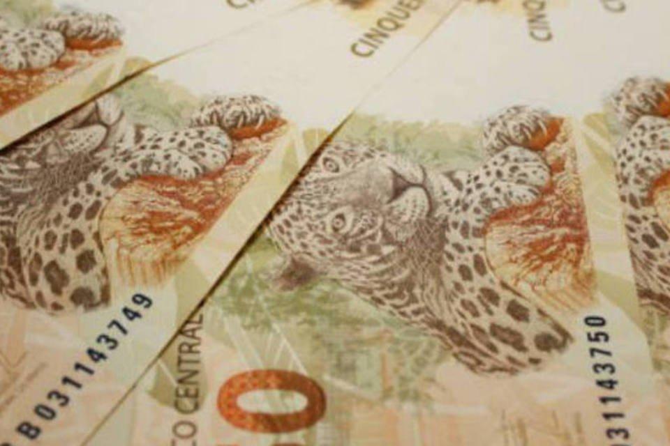 Dinheiro: notas de 50 reais em espiral