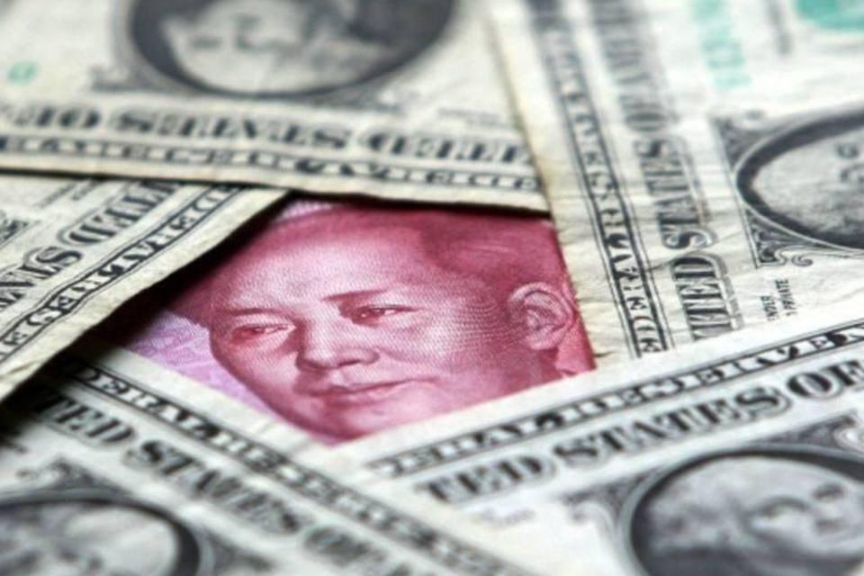 Notas de dólar e iuane