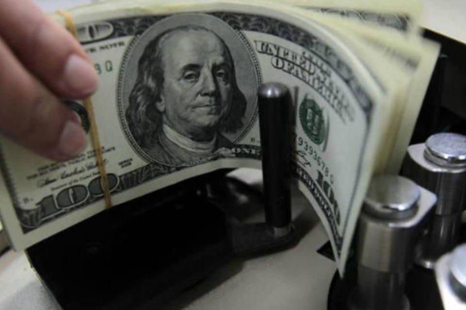 Piora do cenário externo derruba dólar na abertura   Exame