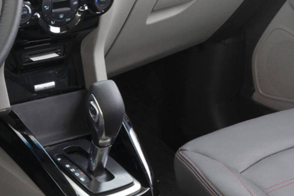 Agora veja a comparação entre carros com câmbio manual e automático