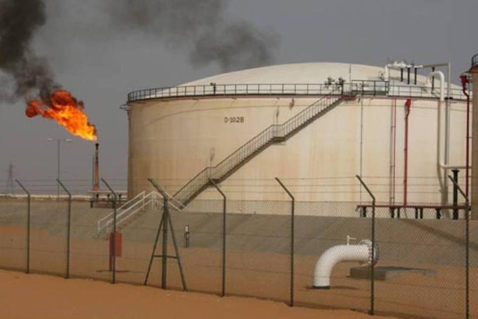 Campo de extração petrolífera da Repsol