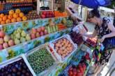 Frutas e legumes à venda em Moscou, Rússia, em 2 de junho