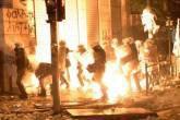 Policiais confrontam manifestantes