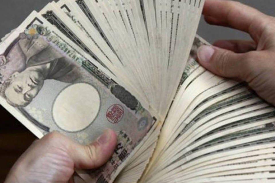Meirelles não descarta aumento de IOF e dólar sobe