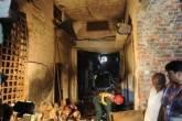 Equipe de resgate investiga em 12 de setembro de 2012 a fábrica de sapatos destruída por um incêndio Lahore, no Paquistão