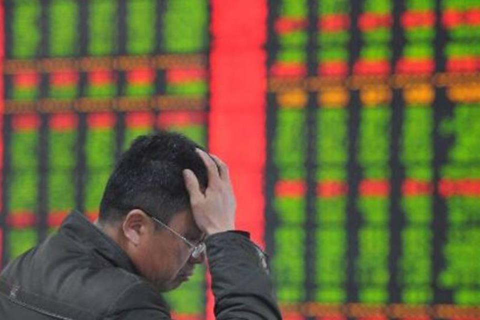 Investidor chinês gesticula na Bolsa