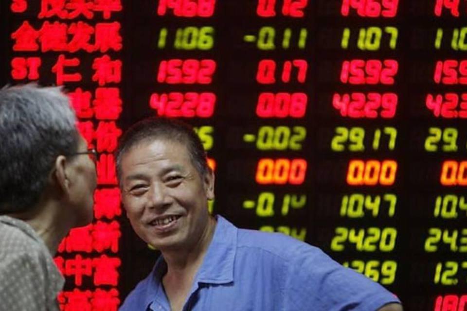 Invstidores da Bolsa de Xangai