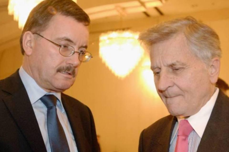 Juergen Stark ao lado do presidente do BCE, Jean-Claude Trichet