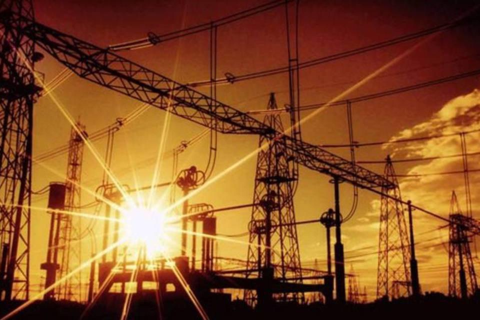 Linha de transmissão elétrica em Itaipu