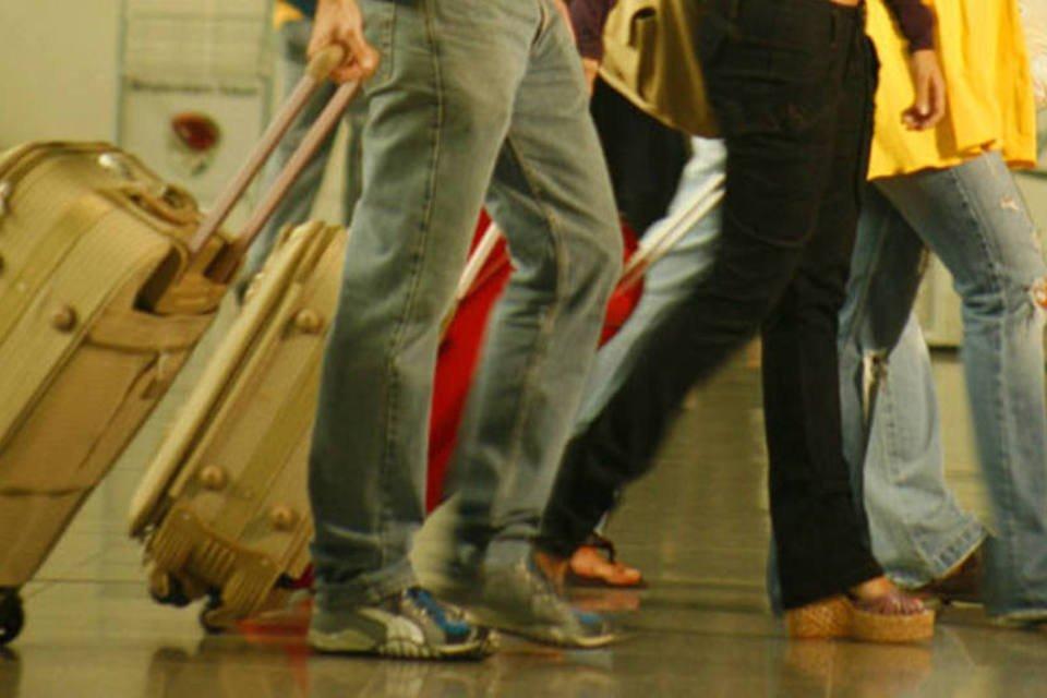 Passageiros rumo ao embarque