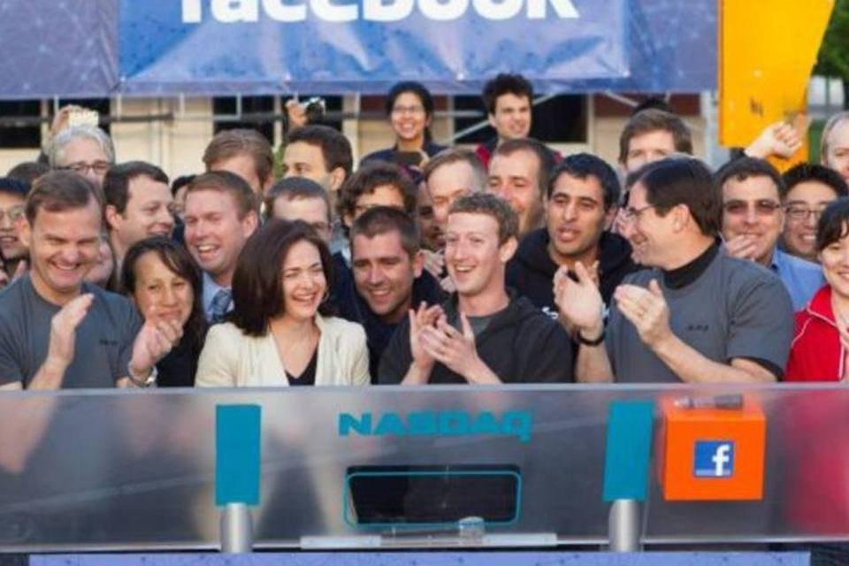 Mark Zuckerberg no momento do toque do sino, que simboliza abertura do pregão