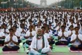 Narendra Modi pratica ioga em Nova Déli