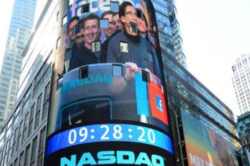 Nasdaq exibe Mark Zuckerberg em telão durante IPO do Facebook