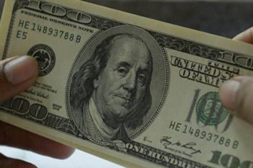 Nota de 100 dólares é vista em 22 de agosto de 2013