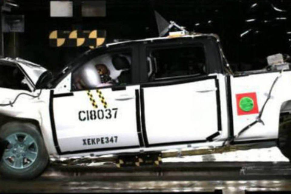 O Chevrolet Silverado em crash test da NHTSA