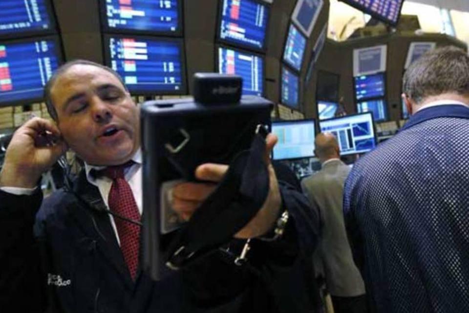 Operadores trabalham na Bolsa de Nova York