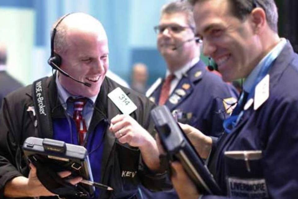 Operadores trabalhando na Bolsa de Nova York