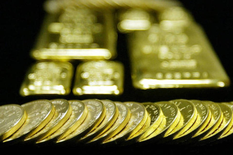 Barras e moedas de ouro