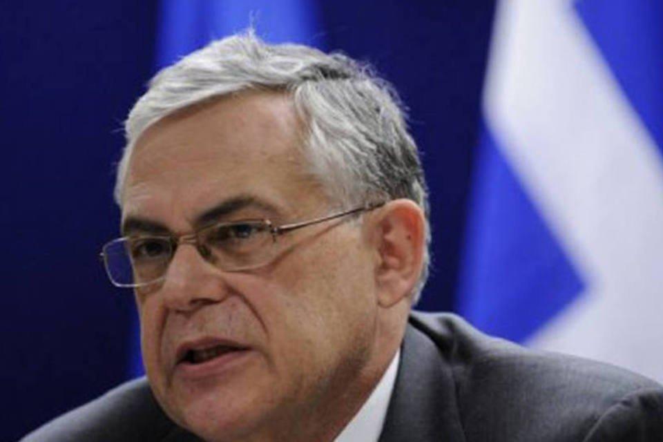 O primeiro-ministro Lucas Papademos