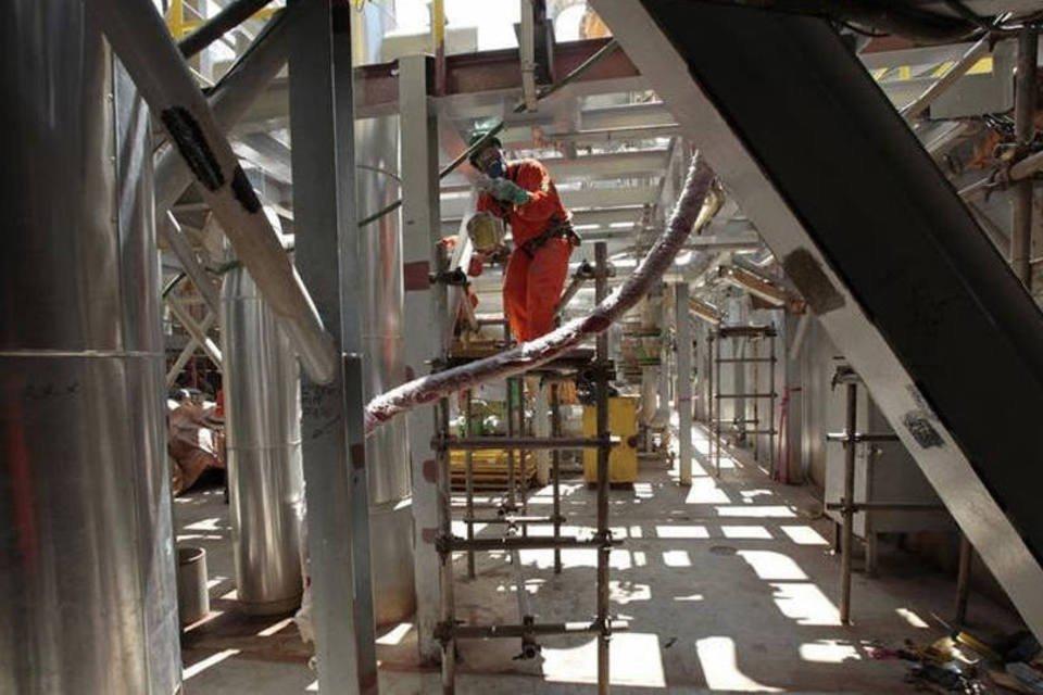 Funcionário em uma plataforma da Petrobras