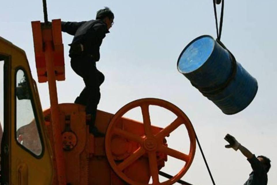 Transporte de barris de petróleo na China
