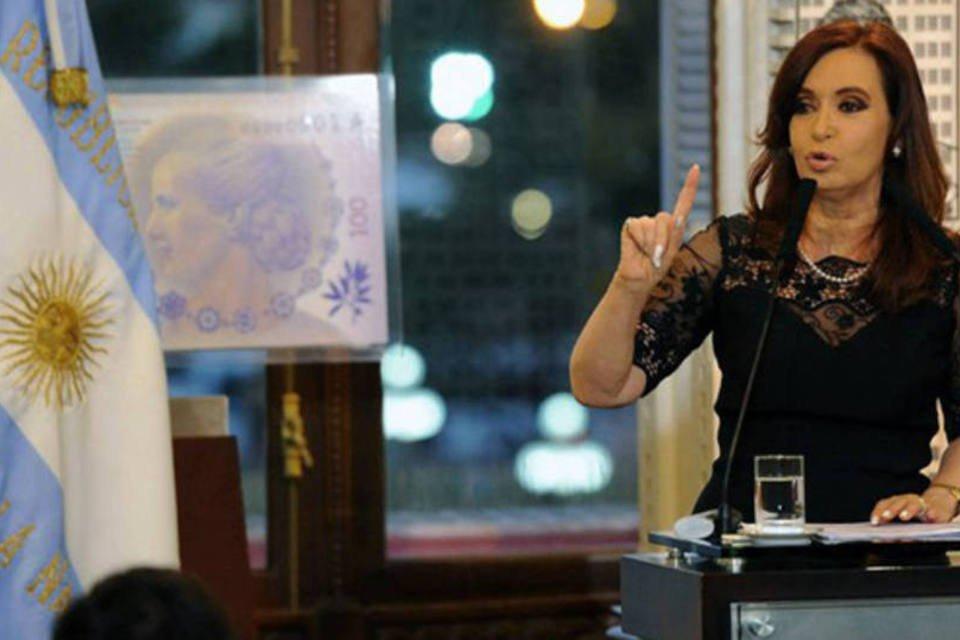 A presidente argentina, Cristina Kirchner, discursa em uma cerimônia na Casa Rosada em dezembro de 2012 em Buenos Aires