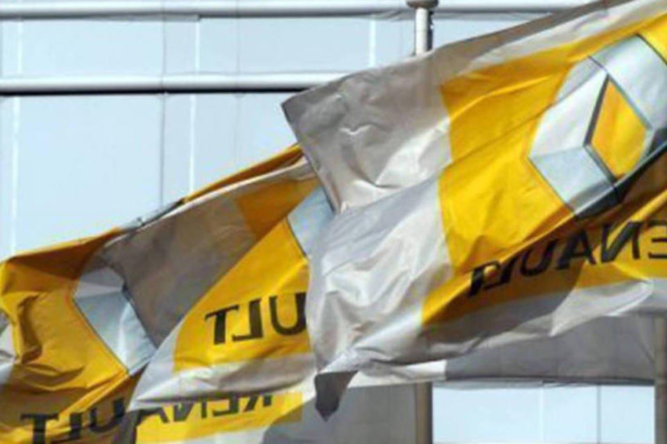 Bandeiras da Renault em frente à sede em Boulogne-Billancourt