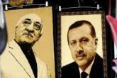 Retratos de Erdogan e de seu adversário, o pregador Fethullah Gülen