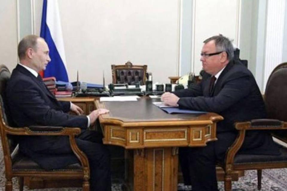 Putin conversa com o presidente do VTB, Andrei Kostin