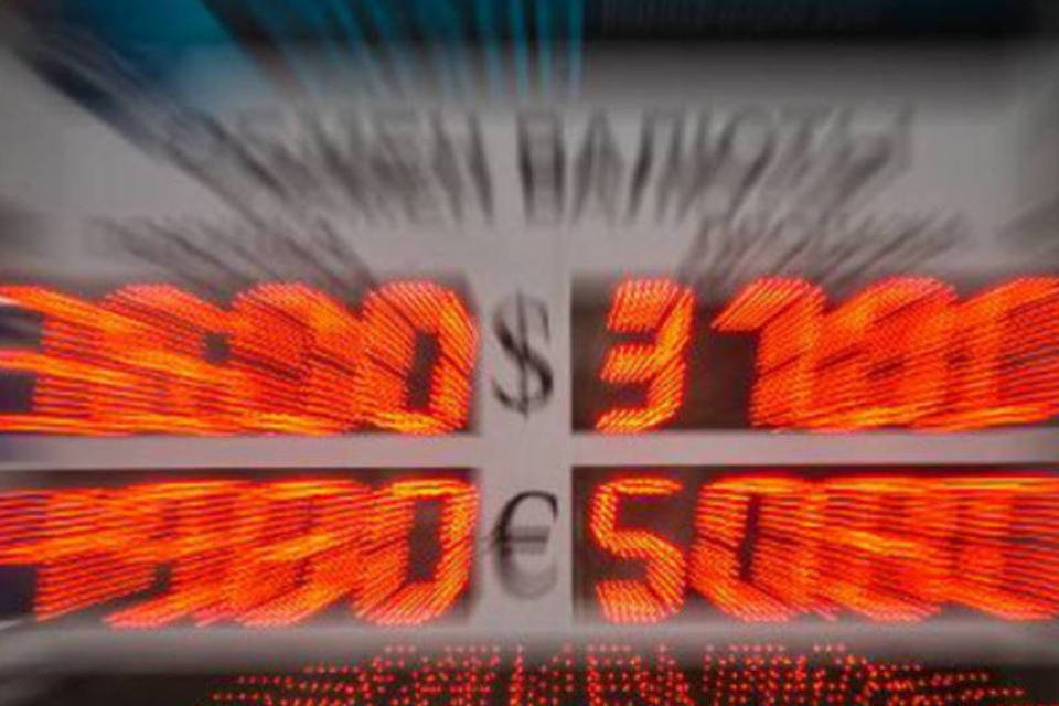 Painel com cotação do rublo russo e do dólar