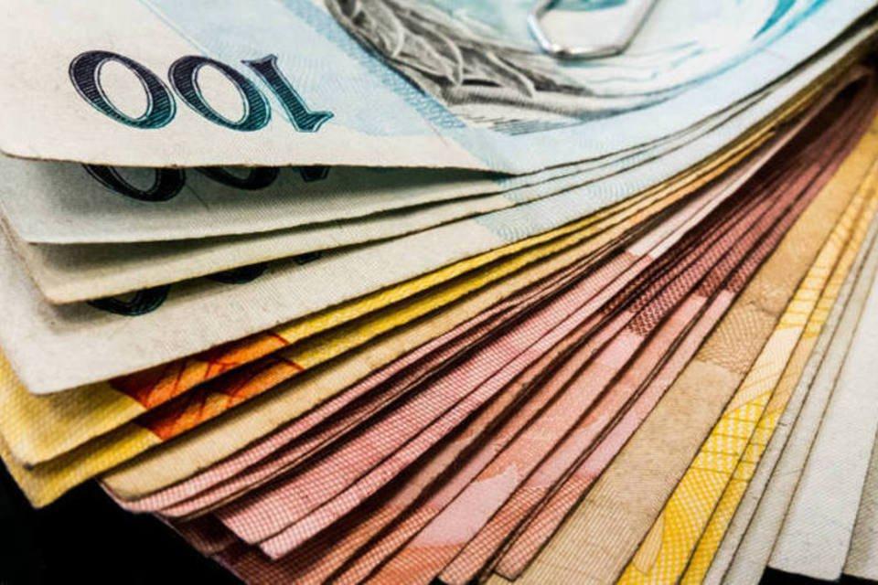 No adiantamento do décimo terceiro salário dessas duas parcelas não há desconto de Imposto de Renda (IR)