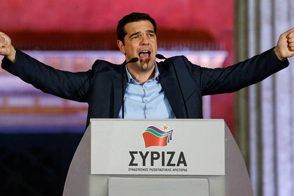 Alexis Tsipras, líder do Syriza, fala a apoiadores após vencer as eleições na Grécia