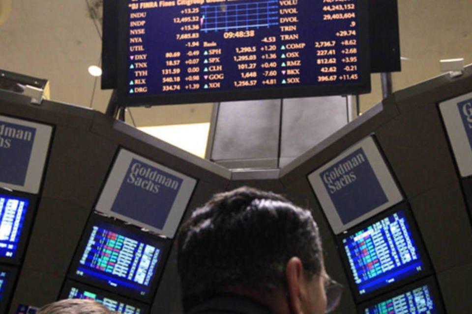 Traders se reúnem em posto do Goldman Sachs na bolsa de Nova York