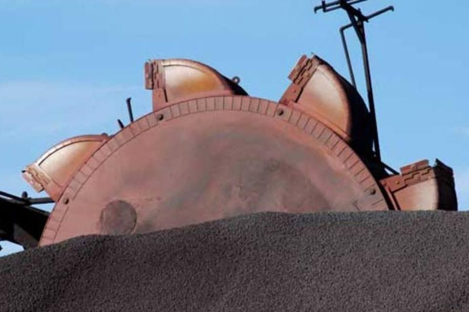 Carregamento de minério de ferro da Vale, no Porto de Tubarão, Espírito Santo