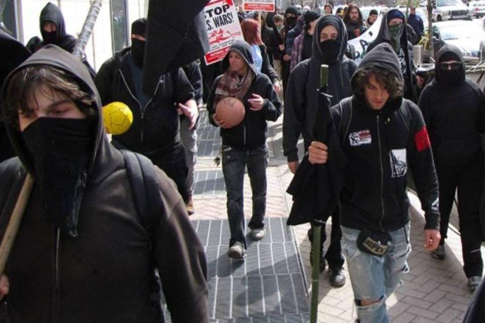 Black Blocs: os grupos que usam a violência para protestar | Exame