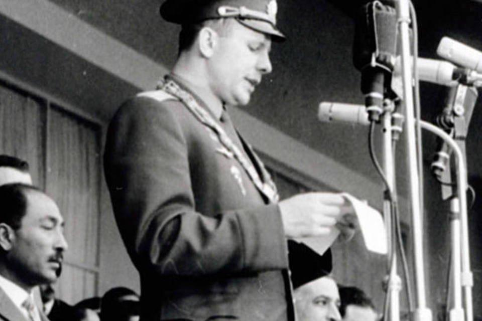 Yuri Gagarin discursa no Egito em 1962
